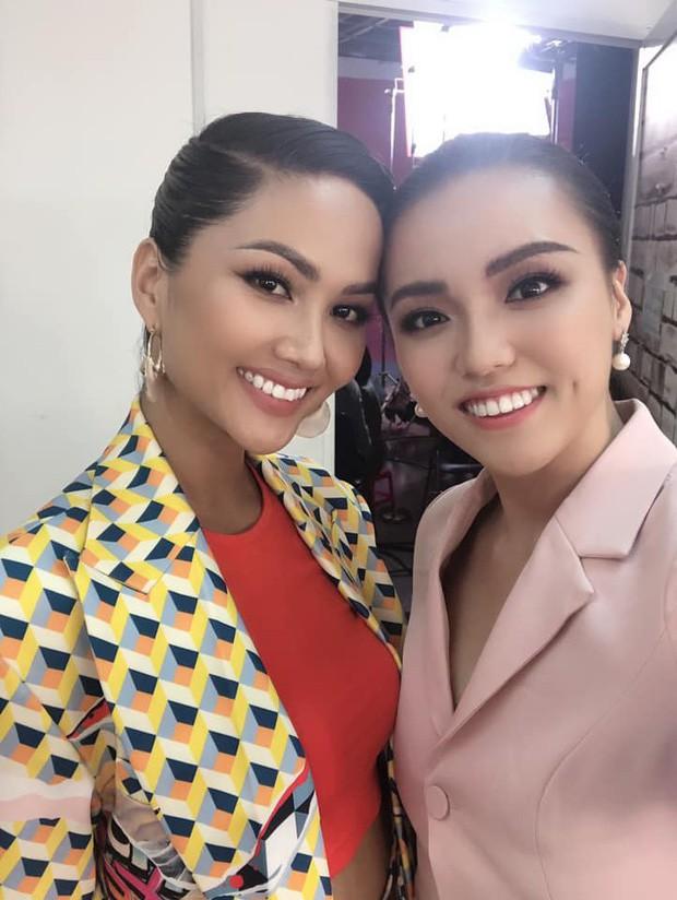 """Hé lộ danh tính và """"background khủng"""" của cô gái vừa đánh bại Á hậu Thúy Vân và dàn người đẹp nổi tiếng tại Hoa hậu Hoàn vũ Việt Nam 2019 - Ảnh 6."""
