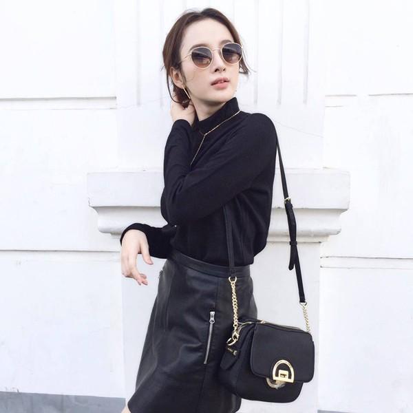 """Những lần diện """"all black"""" sang chảnh ngút ngàn của các người đẹp Việt - Hàn - Ảnh 8."""