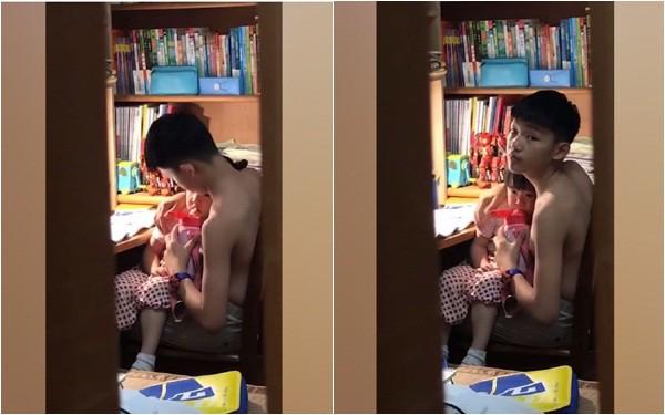 Cô bé bị mẹ mắng khóc mãi không thôi, nhưng bỗng dưng im bặt bởi một hành động cực dễ thương của anh trai - Ảnh 3.