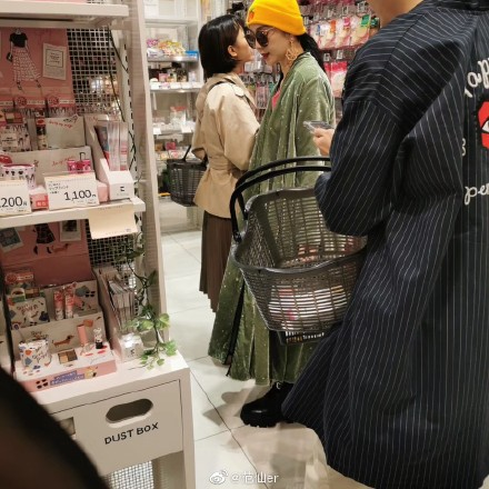 Phạm Băng Băng được bắt gặp cùng người đàn ông lạ mặt đưa đi mua sắm tại Nhật Bản - Ảnh 5.