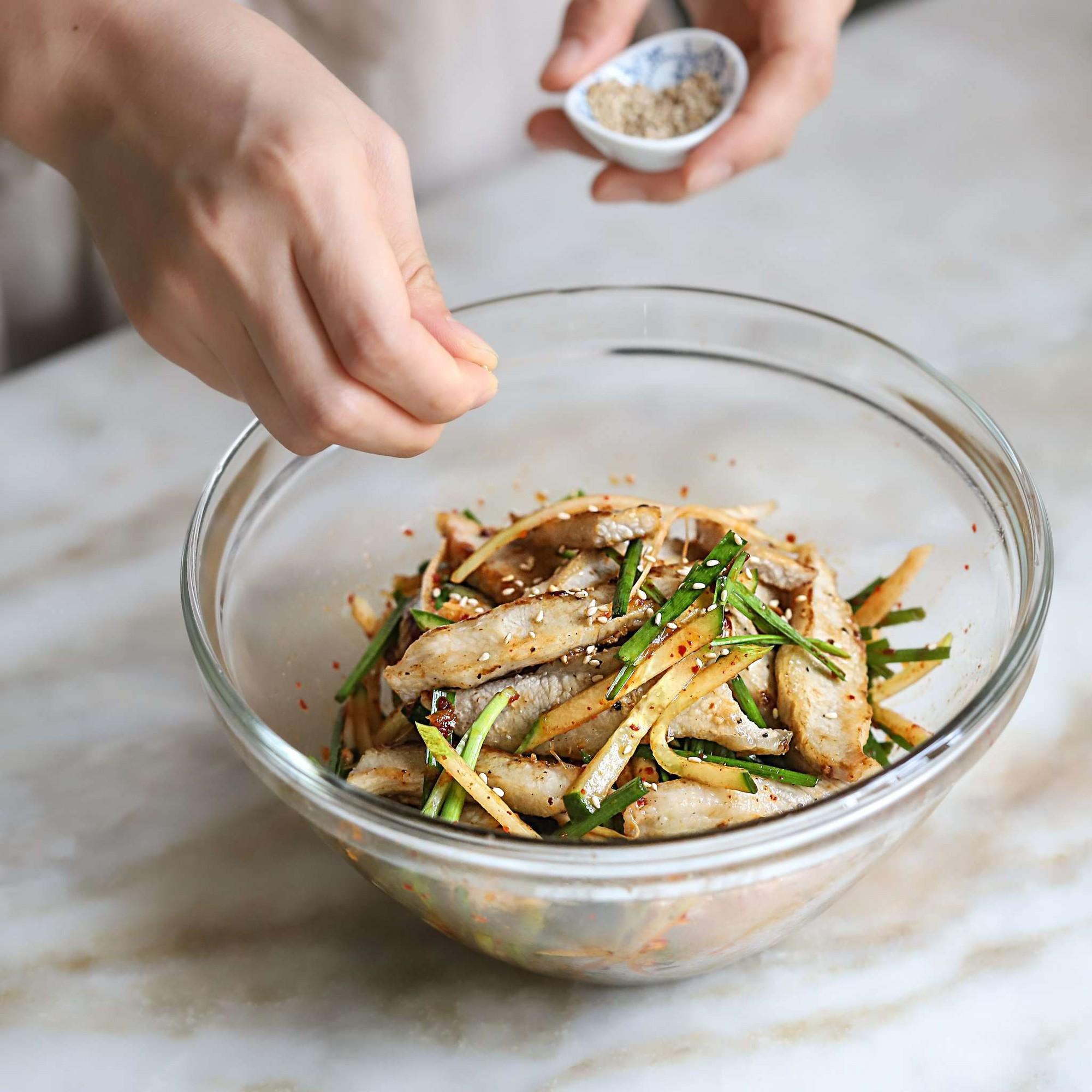Học người Hàn làm món thịt trộn siêu tốc cho bữa tối ngon xuất sắc - Ảnh 6.