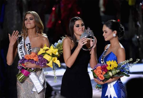 Từng chê bai MC Miss Universe đọc sai kết quả, Nguyên Khang gặp sự cố tương tự và bị chỉ trích không kém - Ảnh 5.