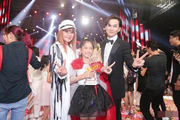 Là 1 người mẹ nghệ sĩ nhưng Lưu Thiên Hương liên tục phát ngôn sốc về trẻ em, ngoài đời cô nuôi dạy con gái thế nào? - Ảnh 1.