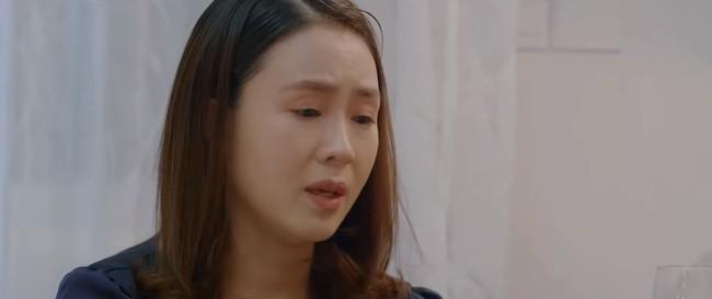"""""""Hoa hồng trên ngực trái"""" tập 18: Sau khi tàn phá thanh xuân của vợ, Thái lại ca ngợi bồ nhí """"Ở bên cạnh Trà thấy tuổi trẻ như ùa về!"""" - Ảnh 3."""