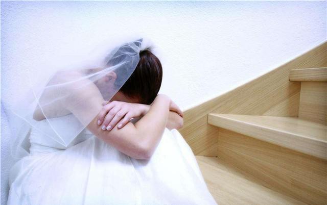 Đêm tân hôn vợ bị sốt, chồng ra đường mua thuốc nhưng quên ví quay về và phát hiện điều kinh hoàng khiến anh ta ly hôn ngay tức khắc - Ảnh 2.