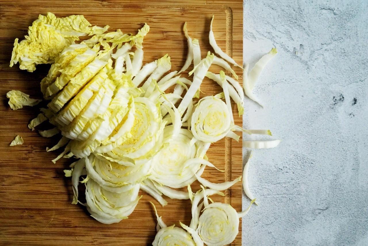 Salad gà trộn cải thảo - Ảnh 2.