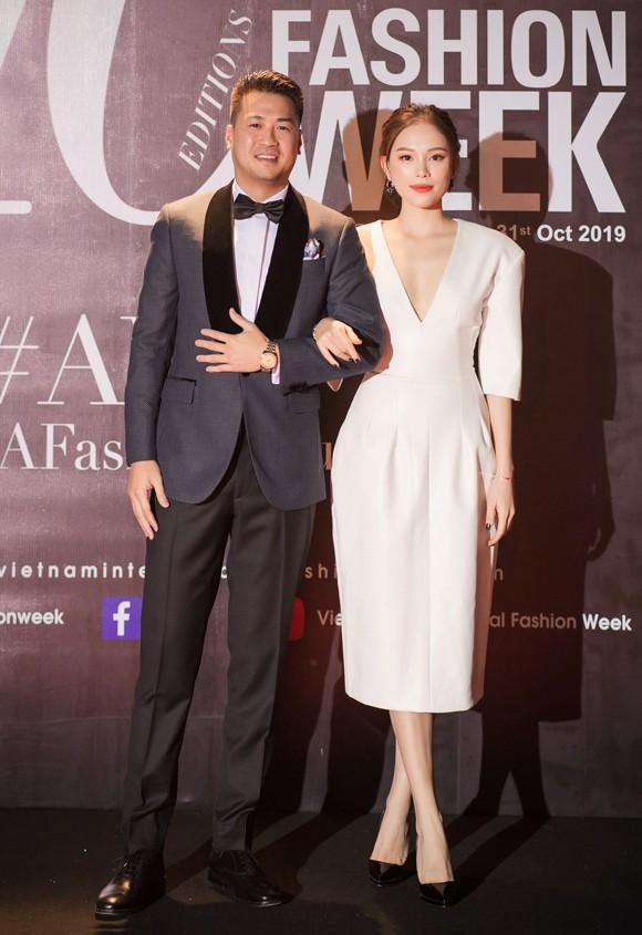 Chứng kiến bạn gái trở thành cô dâu, em chồng Hà Tăng có hành động nhìn buồn cười nhưng lại rất ngọt ngào với Linh Rin - Ảnh 4.