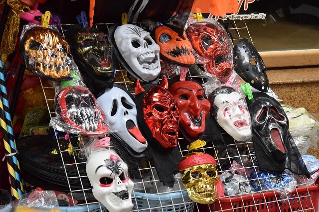 Hóa trang Halloween, nguy cơ viêm da ở trẻ cơ địa dị ứng - Ảnh 2.