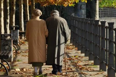 2 vợ chồng phát hiện ung thư cùng 1 lúc: Bác sĩ khẳng định nguyên nhân là món tiện lợi + tiết kiệm nhiều gia đình thích  - Ảnh 1.