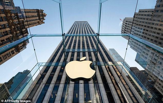 """Người đàn ông Nga kiện Apple ra tòa vì iPhone đã """"biến anh ta thành gay"""" - Ảnh 1."""