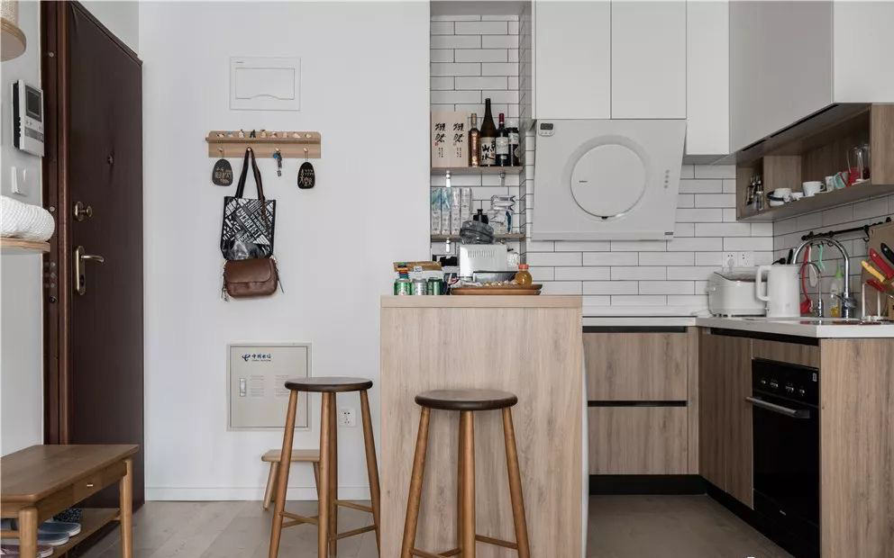 """Căn hộ 60m² """"ghi điểm"""" với cách thiết kế và bố trí nội thất rất khoa học của cặp vợ chồng trẻ"""