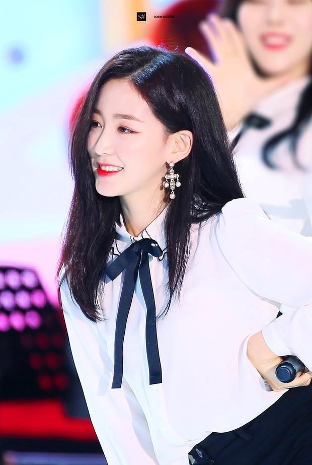 Nữ thần tượng Kpop bật khóc, chắp tay cầu xin fan cuồng sau khi để lộ số điện thoại thành viên chung nhóm trên livestream - Ảnh 7.
