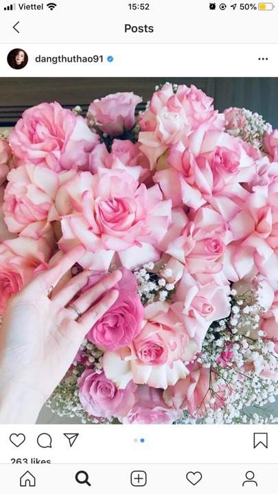 Kỷ niệm 2 năm ngày cưới, Đặng Thu Thảo hạnh phúc khoe được ông xã doanh nhân tặng bó hoa to - Ảnh 1.