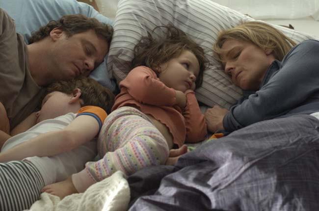 8 hậu quả nghiêm trọng với con cái khi cha mẹ giả vờ sống hạnh phúc - Ảnh 2.
