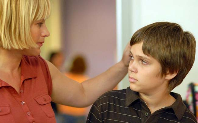 8 hậu quả nghiêm trọng với con cái khi cha mẹ giả vờ sống hạnh phúc - Ảnh 3.