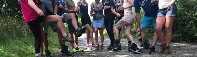 """Tổ chức đi leo núi, nhóm người yêu thể thao """"tiện chân"""" rủ nhau thác loạn tập thể luôn giữa rừng - Ảnh 2."""