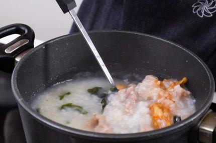 Học người Hàn cách nấu cháo thịt thơm ngon, ai thử cũng thích! - Ảnh 4.