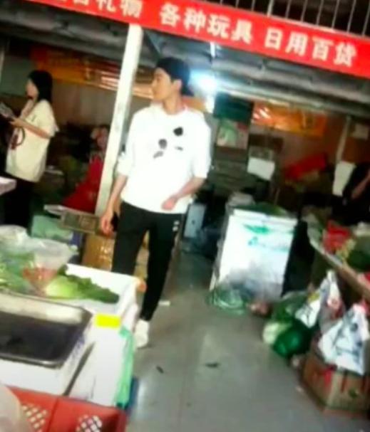 Trương Hàn tức giận, lạnh lùng giật điện thoại fan khi phát hiện bị quay lén - Ảnh 2.
