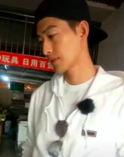 Trương Hàn tức giận, lạnh lùng giật điện thoại fan khi phát hiện bị quay lén - Ảnh 4.