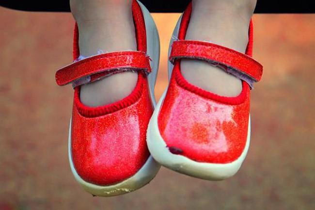Bé 5 tuổi có thói quen đi bằng mũi bàn chân, mẹ hối hận khi nghe kết quả chẩn đoán của bác sĩ - Ảnh 3.