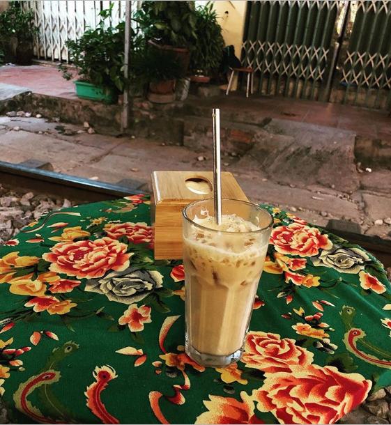 """Đến phố cafe đường tàu Phùng Hưng, nhâm nhi ăn gì uống gì ngồi chờ tàu cho hợp """"mốt""""? - Ảnh 14."""
