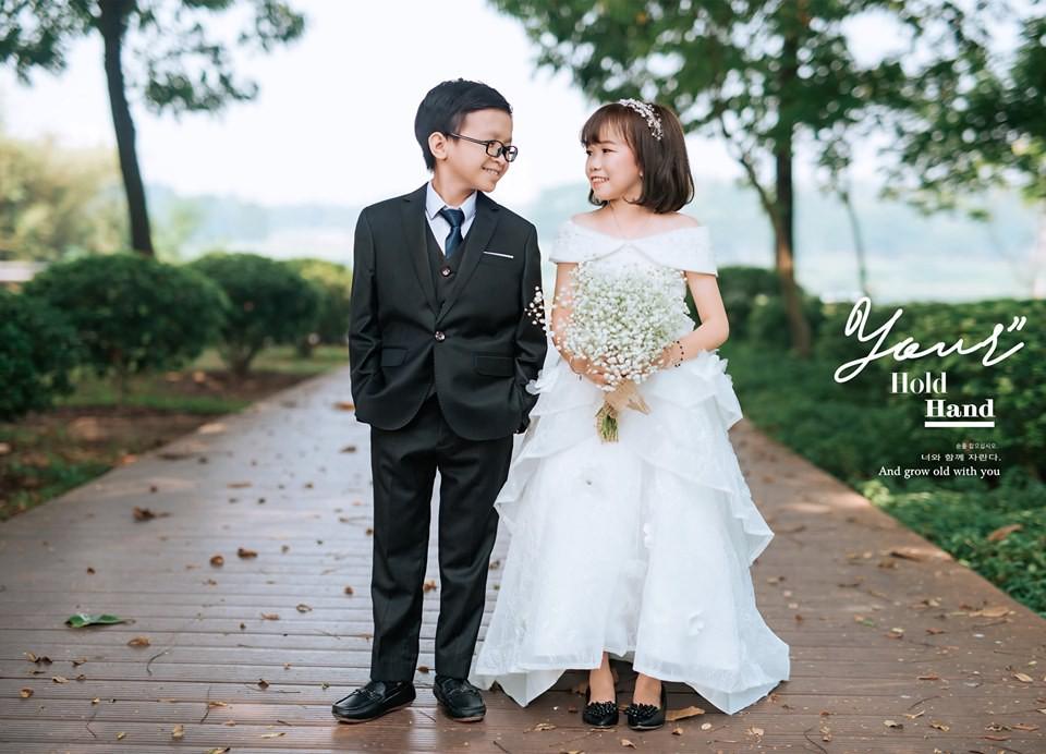 """Cặp đôi tí hon từng bị nhầm là """"con nít ranh"""" khoe bộ ảnh cưới tình tứ, tiết lộ đã về sống chung và sắp tổ chức lễ thành hôn"""