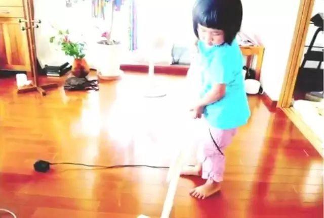 Bé gái 5 tuổi biết nấu ăn, làm việc nhà trước khi mẹ qua đời vì ung thư, giờ ra sao - Ảnh 7.