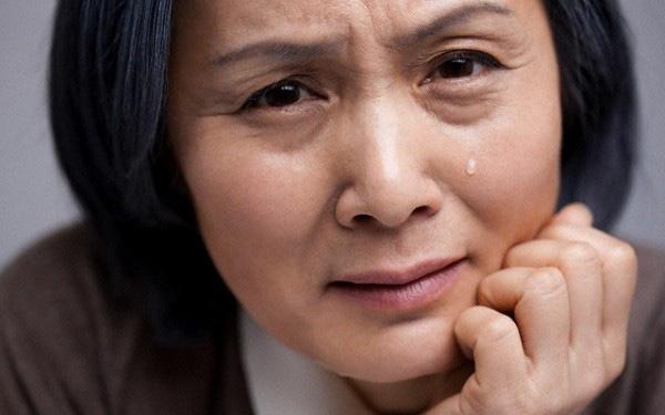 """Con trai tôi mua căn hộ chung cư chưa đầy một tháng đã gọi điện về nghẹn ngào khóc: """"Không nghe lời cảnh báo của mẹ bây giờ con đã thấy hậu quả rồi!"""""""