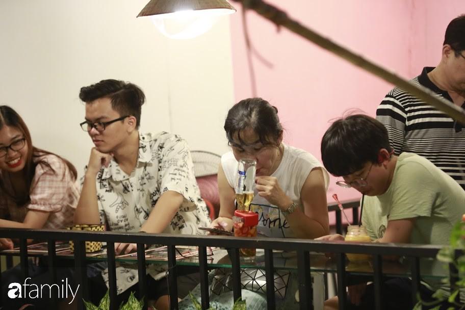 """Đến phố cafe đường tàu Phùng Hưng, nhâm nhi ăn gì uống gì ngồi chờ tàu cho hợp """"mốt""""? - Ảnh 3."""
