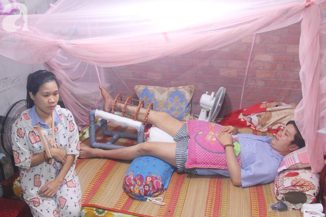 Con gái 7 tuổi bị gãy chân, chồng nằm liệt giường, người vợ bệnh tật khẩu cầu sự giúp đỡ sau vụ tai nạn kinh hoàng - Ảnh 1.
