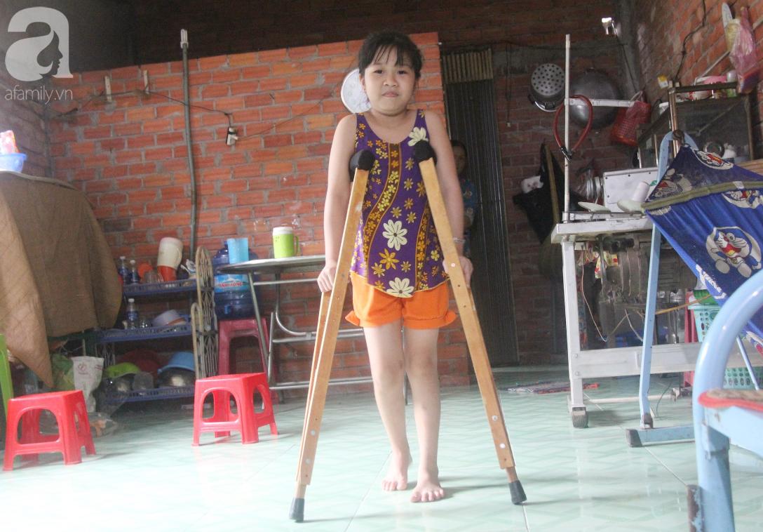 Con gái 7 tuổi bị gãy chân, chồng nằm liệt giường, người vợ bệnh tật khẩu cầu sự giúp đỡ sau vụ tai nạn kinh hoàng - Ảnh 3.