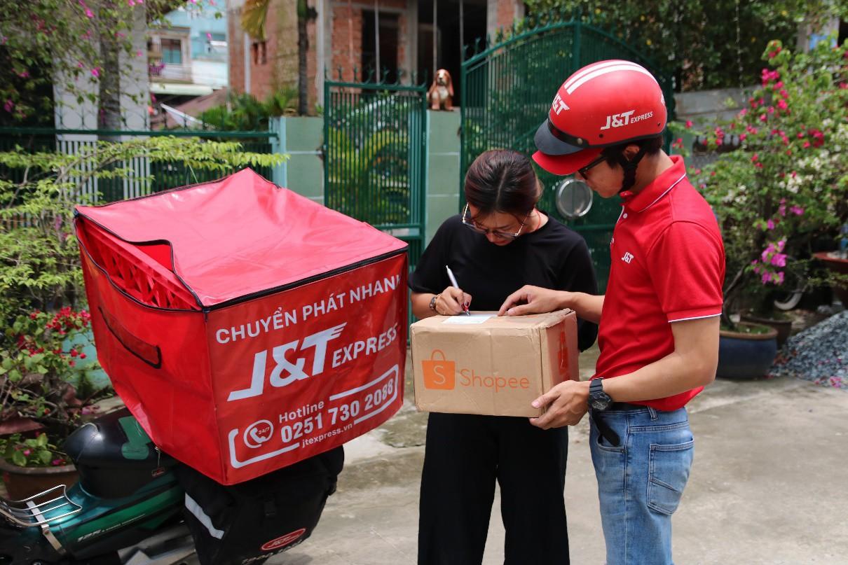"""""""Bùng nổ"""" dịch vụ chuyển phát nhanh trên thị trường thương mại điện tử tại Việt Nam - Ảnh 1."""