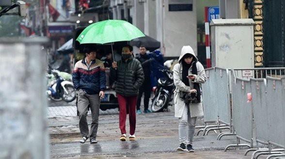 Miền Bắc chuyển mưa lạnh, nhiệt độ giảm dưới 16 độ, Trung Bộ mưa lớn diện rộng - Ảnh 1.
