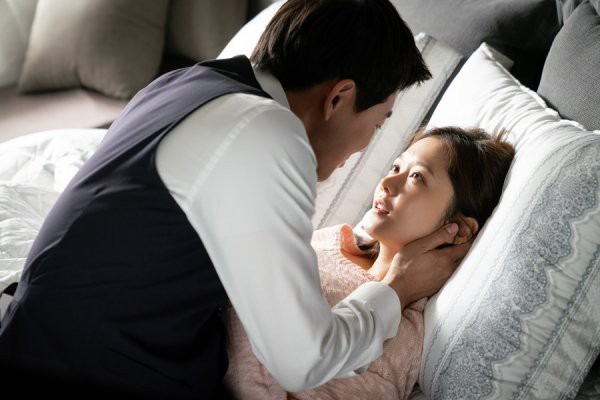 """Phim vừa tạo ra """"cú nổ"""" lớn tại Hàn, Jang Nara tiết lộ xấu hổ vì phải diễn cảnh hôn đầy mùi mẫn với nam chính - Ảnh 7."""