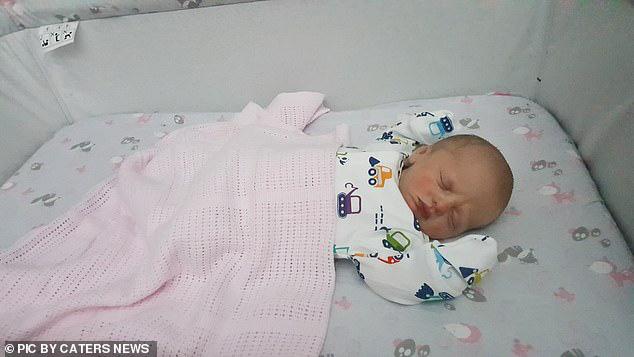3 lần siêu âm là con gái, nhưng ở lần siêu âm cuối cùng, em bé gây bất ngờ cho mẹ bởi giới tính của mình - Ảnh 2.