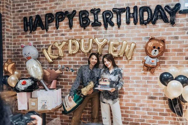 Kỳ Duyên nắm chặt tay Minh Triệu cùng sang Hàn đón sinh nhật tuổi 23 - Ảnh 4.