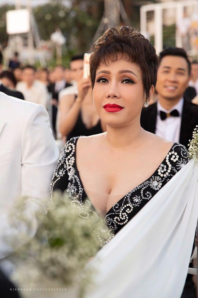 """Bị chê mặc đồ """"hơi lố"""" trong đám cưới Đông Nhi - Ông Cao Thắng, Việt Hương lên tiếng giải thích - Ảnh 3."""