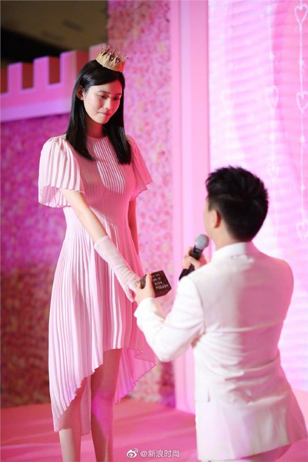 Cùng là thiên thần Victoria's Secret, trong khi Hề Mộng Dao thành công bước vào gia tộc hào môn thì Lưu Văn lại chưa hề trải qua mối tình nào - Ảnh 10.