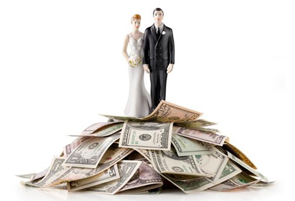 Thiệp đỏ trao tay là đau đầu ngay chuyện tiền mừng, nhưng 6 tips sau sẽ giúp bạn bỏ phong bì đám cưới một cách thông minh - Ảnh 3.