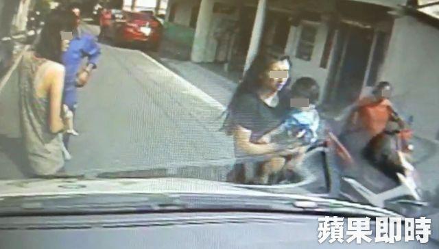 Mẹ đau đớn chứng kiến con gái 2 tháng tuổi qua đời, cảnh sát nghi ngờ nguyên nhân có liên quan đến anh trai 2 tuổi nằm kế bên - Ảnh 1.