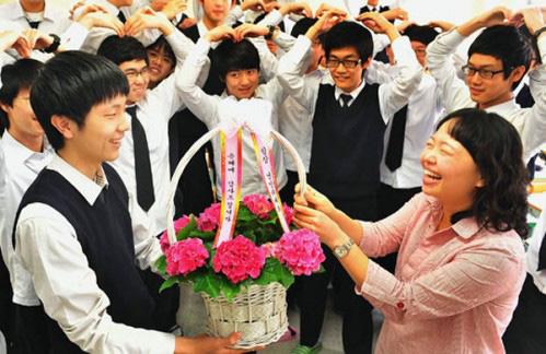 Ngó qua ngày Nhà giáo Hàn Quốc: Đủ mọi hoạt động kỷ niệm thú vị, thầy cô đã nghỉ hưu cũng luôn được nhớ tới - Ảnh 2.