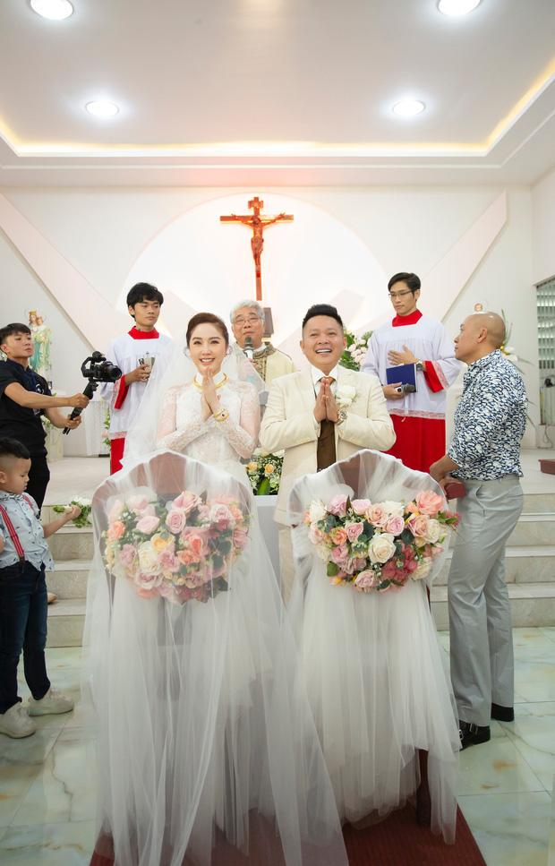 Cận cảnh áo dài cưới của Bảo Thy: Đơn giản nhưng tinh tế, càng nhìn mới càng thấy rõ đẳng cấp - Ảnh 1.