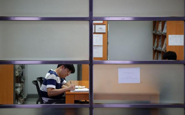 Bê bôi giáo dục Hàn Quốc: Bố làm nghiên cứu rồi đề tên con để được tuyển thẳng vào Đại học - Ảnh 1.
