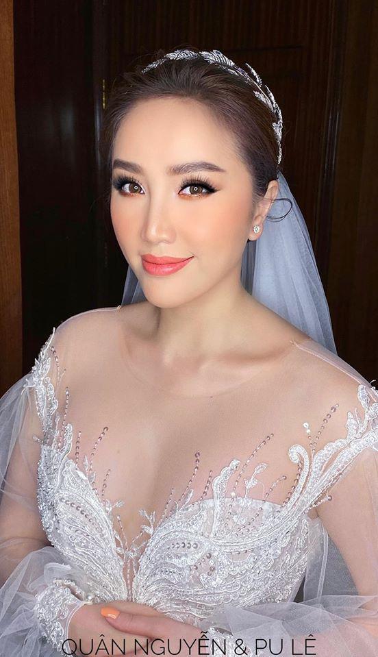 2 chiếc váy cưới của Bảo Thy lộ diện: Đầu tiên gợi cảm hết nấc, rồi lại bồng xòe như công chúa - Ảnh 2.