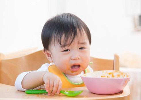 Chuyên gia dinh dưỡng chỉ ra 5 sai lầm chăm con của mẹ Việt - Ảnh 1.