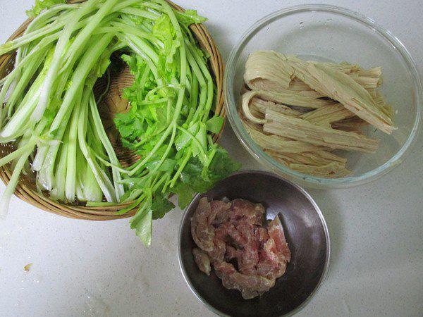 Món thịt xào làm chỉ trong 15 phút nhưng ăn ngon miễn bàn - Ảnh 1.