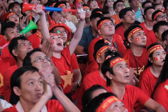 """Hết giờ, Việt Nam - Thái Lan 0 - 0, trận đấu cuối cùng của """"lão tướng"""" Anh Đức trong màu áo đội tuyển quốc gia - Ảnh 3."""