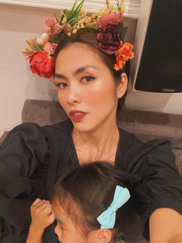 Tăng Thanh Hà gây trầm trồ với nhan sắc chụp cận mặt nhưng sự xuất hiện của con gái Chloe Nguyễn lại được chú ý hơn vì chi tiết này - Ảnh 4.