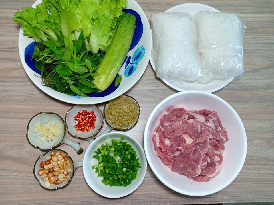 Chẳng cần bếp nướng bạn cũng có thể làm món thịt xiên nướng kiểu Nhật đậm đà thơm ngon - Ảnh 1.
