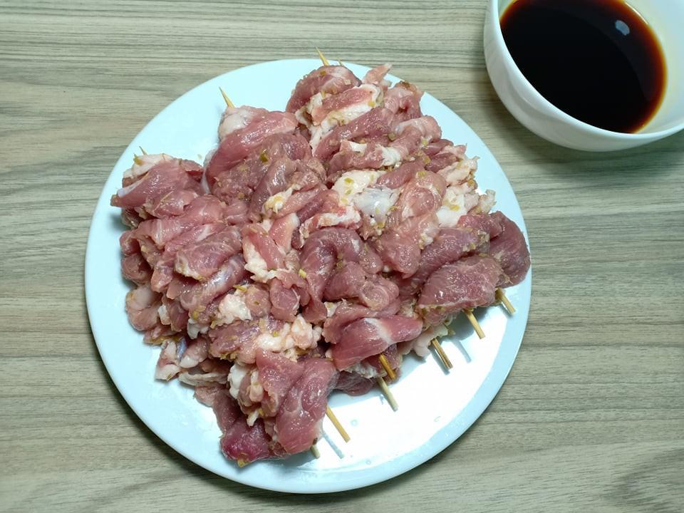 Chẳng cần bếp nướng bạn cũng có thể làm món thịt xiên nướng kiểu Nhật đậm đà thơm ngon - Ảnh 4.